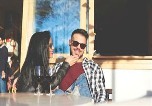 4 علامات لا تفعلها الفتاة إلا مع الرجل الذي تعجب به