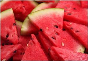 ماذا يحدث لجسمك عند تناولك البطيخ يوميًا؟
