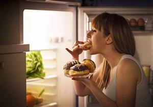 ما العلاقة بين موعد تناول الطعام والإصابة بالسرطان؟