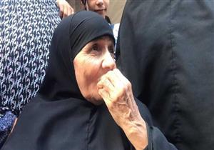 بالصور - أهالي درين في الدقهلية يستقبلون الحاجة سعدية بالزغاريد بعد عودتها