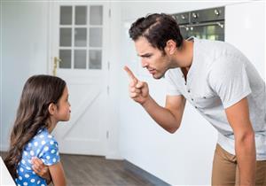 ماذا يحدث عند عقاب طفلك أمام الآخرين؟