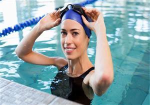 هل تضر مياه البحر وحمام السباحة صحة عينيك؟