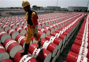 أسعار النفط ترتفع لكنها ما زالت باتجاه انخفاض أسبوعي