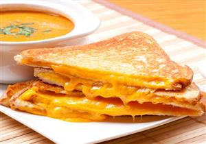 حضري لأولادك وجبة إفطار شهية بالتوست المقلي والجبن
