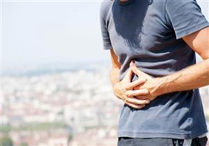 مضاعفات متعددة لسرطان الأمعاء.. القيء أحد أعراضه