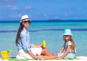 للمُصيفين .. هكذا تحمي بشرتك من حرارة الشمس