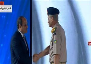 لحظة إعلان السيسي ترقية وزير الدفاع إلى رتبة فريق أول -فيديو