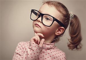 دراسة تكشف العلاقة بين ارتداء النظارة والذكاء