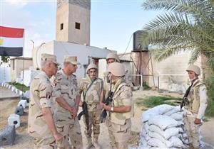 القائد العام يتفقد قوات تأمين شمال سيناء ويشيد بالروح القتالية للجنود