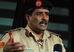 """فيديو- """"داعشي"""" يمني يُعلم المواطنين الذبح في مساجد """"درنة"""""""