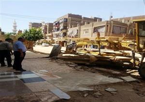 بالصور.. إصلاح كسر خط مياه رئيسي بسوهاج