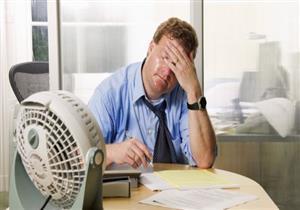 للرجال.. 4 آثار سلبية لبيئة العمل على البشرة