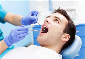 طبيب أسنان يحدد البدائل المناسبة لزراعة الأسنان عند فقدانها.. (فيديو)