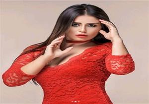 بفستان أحمر.. جلسة تصوير جديدة لمنة فضالي