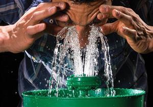 هل يمكن تنظيف عينيك باستخدام مياه الصنبور؟