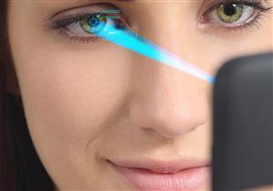 الضوء الأزرق في الأجهزة التكنولوجية يسبب العمى