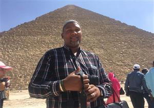 """بالصور - حفيد """"مانديلا"""" يلتقط """"سيلفي"""" في الأهرام والمتحف المصري"""