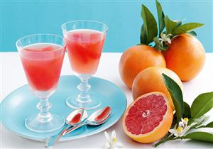 أطعمة ومشروبات تخفض من حرارة الجسم في الصيف.. (انفوجراف)
