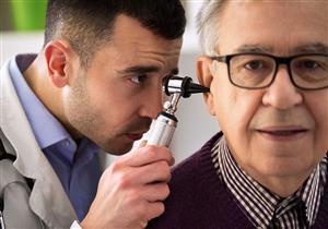 خُراج الأذن قد يضر السمع والاتزان.. توجه للطبيب فورا
