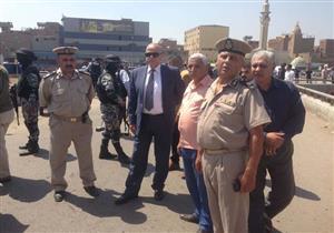 بالصور- محافظ القليوبية ينتقل إلى موقع حادث مسطرد