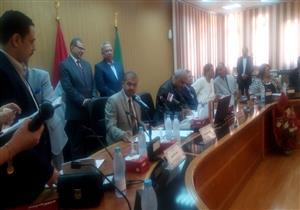 """وزير القوى العاملة يشهد توقيع بروتوكول لإقرار علاوة """"استثنائية"""" لعمال العاشر (صور)"""