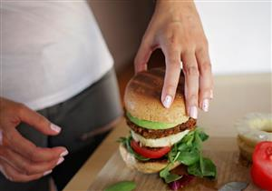 بشروط.. توقف عن تناول العشاء وتخلص من الوزن الزائد