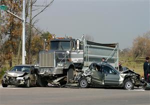 """بالفيديو.. هكذا تنقذ """"أجنحة الملاك"""" ركاب السيارات عند الاصطدام بالشاحنات"""