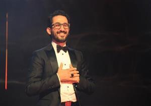 بكل لغات العالم.. أحمد حلمي يشكر أحد متابعيه