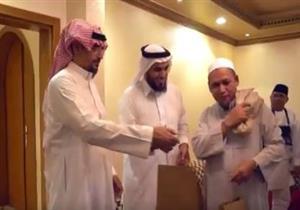 بالفيديو: مواطن سعودى يفتح بيته لاستضافة الحجاج بمكة المكرمة