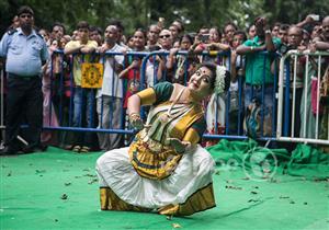 """مهرجان """"راث ياترا"""".. """"زحمة"""" مبهجة في الهند"""