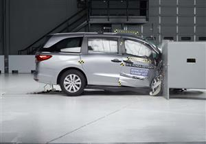 IIHS ينشر نتائج اختبارات تصادم 3 سيارات عائلية رائجة في أمريكا.. فيديو