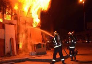بالصور.. السيطرة على حريق بمخزن مواد غذائية في أسوان