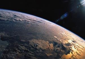 مقطع فيديو لكرة نارية تضرب كوكب الأرض
