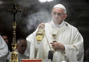 """بابا الفاتيكان يعترف : الكنيسة """" تجاهلت لفترة طويلة"""" مشكلة التحرش بالأطفال"""