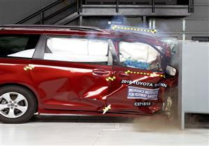 """لهذا السبب.. سائق """"تويوتا سيينا"""" أكثر أمانًا في الحوادث من الراكب الأمامي"""