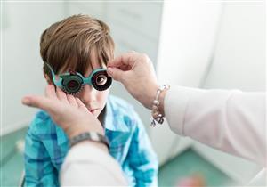 كيف نتعامل مع طول النظر الشديد عند الأطفال؟