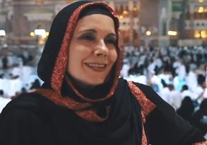 (فيديو) من أمام الكعبة.. مذيعة ألمانية شهيرة: كنت أفتقد الله ووجدت نفسي في مكة