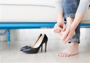 5 عادات شائعة تسبب الأمراض.. بينها عدم ارتداء جوارب