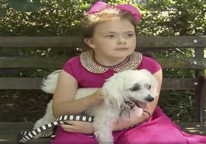 الشرطة تحقق مع سيدة تركت ابنتها تتجول بمفردها مع كلبها