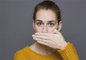لماذا تصبح رائحة النفس كريهة عند التقدم في العمر؟