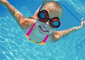 كيف تتجنب التهابات الأذن أثناء السباحة؟