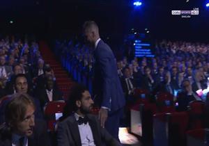 فيديو: رد محمد صلاح على تحية راموس له خلال حفل الأفضل في أوروبا
