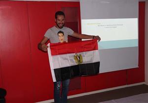 """بالصور-""""نبيل"""" يتجول حول العالم ويقيم ورش حكي عن مصر"""