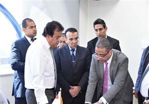 """بالصور.. وزير التعليم العالي يزور غرفة عمليات """"قوائم الانتظار"""""""