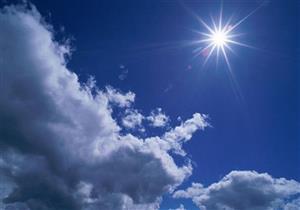 """""""الأرصاد"""" تحذر المصطافين: ابتعدوا عن الشمس في الثانية عشرة ظهرًا - فيديو"""