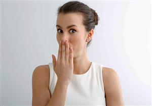 الحزاز المسطح الفموي يُصيب المدخنين أكثر.. إليك العلاج