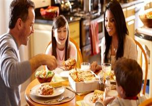 4 نصائح هامة حتى لا تتسبب وجبة العشاء في زيادة وزنك
