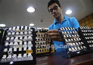 """انخفاض أسعار الذهب وارتفاع """"المصنعية"""" يجذب الزبائن إلى """"الكسر"""""""