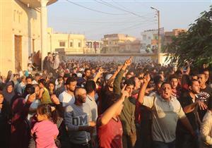 بالصور.. الآلاف يشيعون جثمان شهيد سيناء بمسقط رأسه في كفرالشيخ