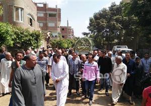 بالفيديو والصور- الآلاف يشيعون جنازة شقيقة السادات في المنوفية